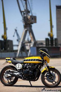 Adrenaline Junkies Workshop – Yamaha XJ 600 Cafe Racer http://caferacercult.gr/custom/adrenaline-junkies-workshop-yamaha-xj-600-cafe-racer.html