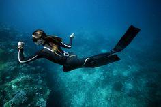 La Royale 300, la montre indispensable pour les plongeurs. Avec une étanchéité allant jusqu'à 300 m et une réserve de marche de 88 heures garantissant un isochronisme exceptionnel de 72 heures.