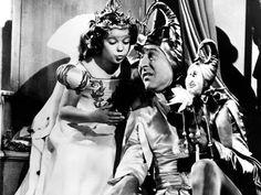 Shirley Jane Temple, también conocida como Shirley Temple Black, fue una actriz y diplomática estadounidense que apareció a edad infantil en importantes películas de principios de la década de 1930