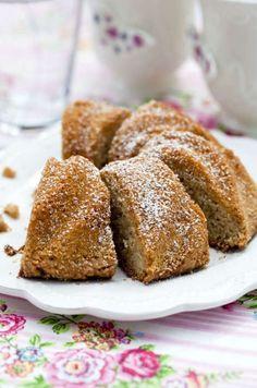 Oj, oj, oj, den här kakan är god! Ett måste för alla oss som älskar mandelmassa och kardemumma. Swedish Recipes, Sweet Recipes, Baking Recipes, Cookie Recipes, Swedish Cookies, No Bake Desserts, Dessert Recipes, Grandma Cookies, Scandinavian Food