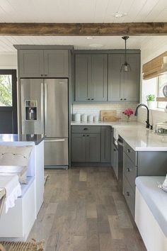 Gorgeous farmhouse kitchen cabinets makeover ideas Kitchen cabinets Home decor ideas Kitchen remodel Dream kitchen Kitchen design Home building ideas Kitchen Inspirations, Kitchen Upgrades, Kitchen Remodel, Kitchen Decor, New Kitchen, Kitchen Dining Room, Farmhouse Kitchen Cabinets, Home Kitchens, Kitchen Cabinets Makeover