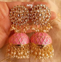 Tips For Finding The Pefect Piece Of Jewelry Indian Jewelry Earrings, Indian Jewelry Sets, Jewelry Design Earrings, Indian Wedding Jewelry, Gold Earrings Designs, Antique Earrings, Bridal Jewelry, Designer Earrings, Jhumka Designs