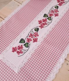Cross Stitch Tree, Cross Stitch Borders, Cross Stitch Designs, Cross Stitch Pattern Maker, Cross Stitch Patterns, Dining Table Cloth, Quilted Table Runners, Ribbon Embroidery, Cloth Bags