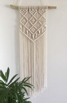 Macrame Wall Hanging Patterns, Macrame Plant Hangers, Macrame Patterns, Macrame Design, Macrame Art, Macrame Projects, Micro Macrame, Yarn Wall Art, Wall Hangings