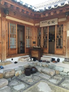 Traditional Korean House, Hanok (한옥) Korean Traditional, Traditional House, Shoji Doors, Asian House, Asian Architecture, Asian Design, Cecile, Village Houses, Japanese House
