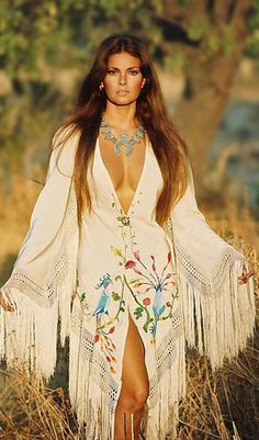 An original - Raquel Welch ♥ ♥ ♥ Most sex symbols today couldn't hold a candle to her.