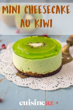 Cette recette est parfaite pour changer du traditionnel cheesecake ! Ici en version mini et au kiwi.  #recette#cuisine#cheescake#kiwi #fruit#gateau #patisserie Cheesecakes, Mini, Pudding, Food, Philly Cream Cheese, Seasonal Fruits, Bakken, Custard Pudding, Essen
