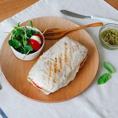 토마토모차렐라파니니 (Tomato Mozzarella Panini)