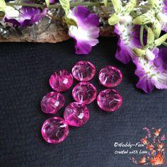 """8 halbrunde Arylperlen """"Pink"""". Diese Perlen sind halbrund, die andere Seite hat Riffelungen. Aussergewöhnich auch zum Verarbeiten durch das oben liegende Fädelloch.  Für viele kreative Ideen geeignet.  Diese Perle ist eine Augenweide an jedem Dekollteé."""