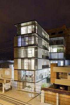 Edifício 03 98 / Espinoza Carvajal Arquitectos