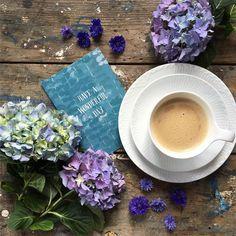 Coffee time ☕️ Happy Saturday • • • • • • • #royalcopenhagen #søstrenegrene #playingwhithpetals #adoremycupofcoffee #coffeetime #coffeeandseasons #beautifulmatters #click_vision #floraldesign #botanicalstyle #mywhitetable #flatlaytoday #antique_r_us #flatlays #coffeefirst #jj_still_life #tv_stilllife #naughtyteas