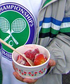 A Wimbledon classic: strawberries & cream English Food, English Meals, Wimbledon Strawberries And Cream, Tennis Party, Wimbledon Tennis, British Summer, Sport Tennis, Summer Desserts, Great Britain