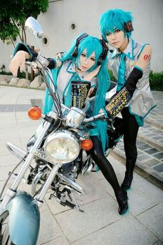 Hatsune Miku and Mikuo cosplay ~ vocaloid Cosplay Anime, Vocaloid Cosplay, Epic Cosplay, Amazing Cosplay, Cosplay Outfits, Cosplay Costumes, Asuna, Kawaii, Live Action