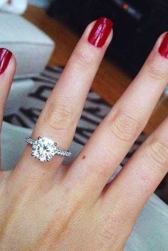 Simple Engagement Rings For Girls Who Loves Classics ❤ See more: http://www.weddingforward.com/simple-engagement-rings/ #weddings
