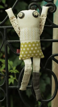 Les amoureux - Jasmin 4 - poupée de chiffon aimantée - faite à la main à Montréal - 2015 - Anouk Kouri - vendue