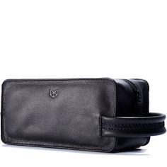Beautifully designed minimal black leather dopp kit, great functionality for the modern man. Sleek hand stitched pattern in the handle for a unique look. Finally a waterproof lined dopp kit! Ive always wondered why mens toiletry bags liner is never waterproof and easy to clean, almost certainly everything I carry has the huge potential to spill. Heres why this is the best dopp kit you can find:  - Waterproof liner - Cross hand stitched handle - Hand stitched zipper pull tab - Easy to clean…