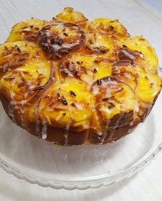 Butterkaka med saffran och vaniljkräm Candy Recipes, Dessert Recipes, Desserts, Grandma Cookies, Baked Doughnuts, Banoffee Pie, Bread Bun, Sweet Pastries, Swedish Recipes