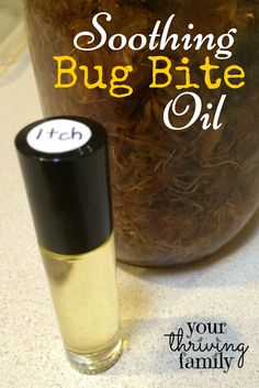 Homemade soothing bug bite anti-itch oil to make in a roller bottle to have on hand! Making Essential Oils, Essential Oil Uses, Bug Bite Essential Oil, Yl Oils, Doterra Essential Oils, Essential Oil Anti Itch, Bug Bite Relief, Roller Bottle Recipes, Young Living Oils