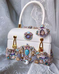 Beaded Bags, Handmade Bags, Beaded Embroidery, Dior, Handbags, Pearls, Beadwork, Clutches, Craft
