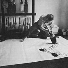 Calligrapher Morita Shiryû 森田子龍 at work. Picasso Paintings, Action Painting, Japanese Calligraphy, Japan Design, Zen Art, Japan Art, Portraits, Art Studios, Artist At Work