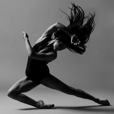modern dance choreography Just Dance: The Physical and Mental Benefits of Dancing Dance Picture Poses, Dance Photo Shoot, Dance Pictures, Jazz Dance Poses, Modern Dance Photography, Dancer Photography, Levitation Photography, Experimental Photography, Photography Aesthetic