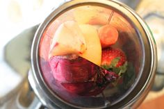 A delicious juicing recipe for healthy hair, skin and nails. #beauty #beautyandhair #bbloggers