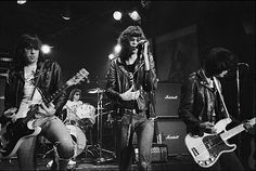 40 anni dei Ramones, Martin Scorsese girerà un film sulla punk band Joey Ramone, Ramones, 70s Music, Rock Music, Paul Mccartney, Punk Rock, Hard Rock, Rock N Roll, Historia Do Rock