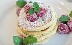 I pancake senza uova sono l'ideale per una colazione light ma allo stesso tempo gustosa. Vediamo come preparare le frittelle americane con una ricetta leggera e super veloce.