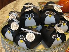Making Penguins for a holiday open house. Love these all lined up. Cas'd one I found on Pinterest.