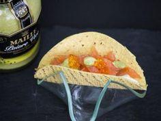 Receta | Mini taco de crema de queso con cítricos, salmón, huevas de maruca y mostaza verde  http://canalcocina.es/receta/mini-taco-de-crema-de-queso-con-citricos-salmon-huevas-de-maruca-y-mostaza-verde canalcocina.es