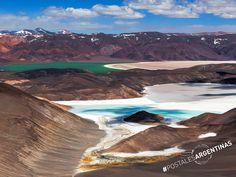 #PostalesArgentinas La Salina de la Laguna Verde, ubicada en Catamarca, es un hermoso paraíso blanco ubicado a 4.100 metros de altura. Con tres lagunas de distintos colores en su interior y rodeada por siete volcanes no podés dejar de visitar este lugar maravilloso de la Argentina #CompartíArgentina
