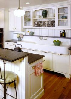 Are you looking for rustic kitchen design ideas to bring your kitchen to life? I have here great rustic kitchen design ideas to spark your creative juice. Farmhouse Kitchen Island, Modern Farmhouse Kitchens, Rustic Kitchen, Home Kitchens, Cottage Farmhouse, Rustic Farmhouse, Vintage Farmhouse Sink, Kitchen Islands, Decorating Kitchen