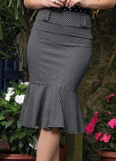 Saia Midi Sino Moda Evangélica (Poá) Skirt Outfits, Chic Outfits, Checkered Skirt, Dressy Tops, African Dress, Long Tops, African Fashion, Blouses For Women, Fashion Dresses