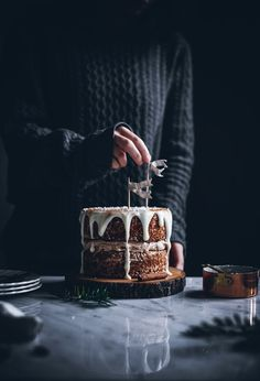 Cinnamon bun cake with lingonberries
