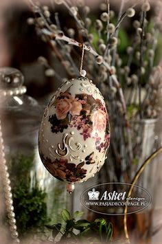 wydmuszka jak klejnocik Egg Crafts, Easter Crafts, Diy And Crafts, Eastern Eggs, Types Of Eggs, Egg Shell Art, Paper Butterflies, Faberge Eggs, Natural Christmas