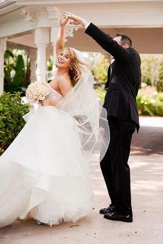 Wedding Planning Websites Wedding Planner Magazine How To Plan A Wedding Without A Wedding Planner 201 Wedding Photography Poses Wedding Poses Wedding Pics