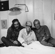 Dennis Hopper e John Huston visitano John Ford a casa, dove Ford è convalescente per una frattura ottenuta nel 1971 a Venezia durante la Mostra del Cinema (AP Photo)Le più belle foto del cinema a Venezia -
