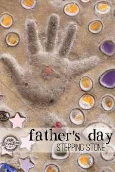 Make these great keepsake for Father's day. Kids can decorate a stepping stone that's the perfect addition to any garden or back yard - plus, this gift will last for years and years to come! From Ki(Handprint Step Stones) Stepping Stones Kids, Homemade Stepping Stones, Father's Day Printable, Daddy Day, Outdoor Crafts, Outdoor Ideas, Crafts To Do, Recycle Crafts, Beach Crafts