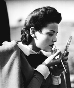 Gene Tierney touches up her make-up on the set of The Ghost and Mrs. Muir (1946)