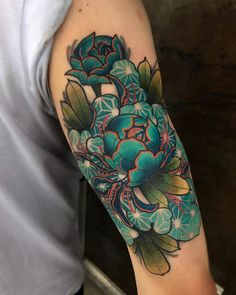 Jay Joree Put a flower on it, lines and black are healed fresh colorz. Done up a… Jay Joree Put a flower on it, lines and black are healed fresh colorz. Great Tattoos, Beautiful Tattoos, Body Art Tattoos, Tatoos, Piercing Tattoo, Piercings, Japanese Flower Tattoo, Japanese Tattoos, Pfau Tattoo