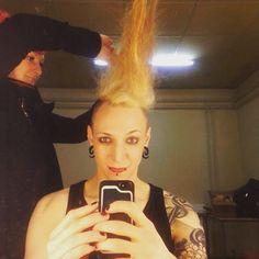 Wir machen jetzt Punk, verstehen Sie?! Wegen den Haaren...ist wie Punk...oder?! unfassbar! #lollig #lollies #wgt #wgt16 #wgt2016 #lordofthelost #lotl @gareddirgeofficial @officiallordofthelost