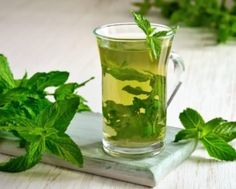 Drinking mint tea can improve your overall health and prevent stomach diseases that can cause discomfort. With a refreshing aroma and cool taste, this tea is a delight and the health benefits are an added bonus. Read below mint tea benefits in detail. Hair Dye Allergy, Bebidas Detox, Winter Cocktails, Tea Benefits, Health Benefits, Nutrition, Natural Home Remedies, Detox Drinks, Mojito