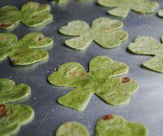 Shamrock Chips Recipe #Spinach #Tortilla #StPatricksDay #Yummy #Snacks #Holidays