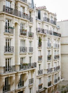 Paris Wedding Inspiration - Style Me Pretty Building Aesthetic, Paris Wedding, French Wedding, Paris Photography, Wedding Photography, Triomphe, Paris Apartments, Art And Architecture, Classical Architecture