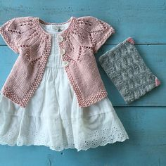 Baby Sweater Knitting Pattern, Baby Sweater Patterns, Knit Baby Sweaters, Baby Knitting Patterns, Crochet Girls, Crochet Baby, Free Baby Patterns, Dk Weight Yarn, Knitting For Kids
