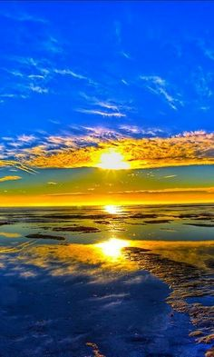 Dec 3 2019 - beautiful ocean sunrise Another of His beautiful masterpieces! Beautiful Ocean, Beautiful Sunrise, Amazing Nature, Beautiful World, Beautiful Images, Beautiful Morning, Belle Photo, Beautiful Landscapes, Cool Pictures