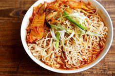 Healthy Homemade Kimchi Ramen - Noodles and Pasta, Recipes - Divine Healthy Food Healthy Noodle Recipes, Healthy Ramen, Ramen Noodle Recipes, Ramen Noodles, Super Healthy Recipes, Healthy Foods To Eat, Lunch Recipes, Cooking Recipes, Kimchi Noodles