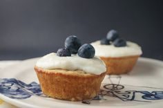 Vanilla Cupcakes with Lemon Cream Cheese Frosting For Two, 5 points plus, 160 calories Healthy Dessert Recipes, Cupcake Recipes, Healthy Desserts, Cupcake Cakes, Ww Recipes, Cupcake Mix, Gourmet Cupcakes, Healthy Dishes, Eating Healthy