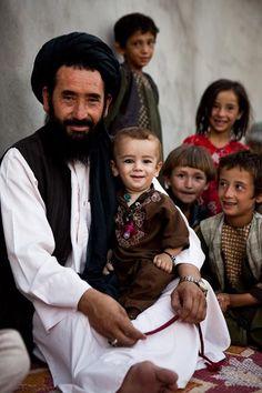 Afghan Family༻神*ŦƶȠ*神༺