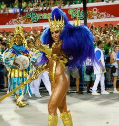 Sabrina Sato volta a desfilar à frente da bateria da escola de samba Vila Isabel